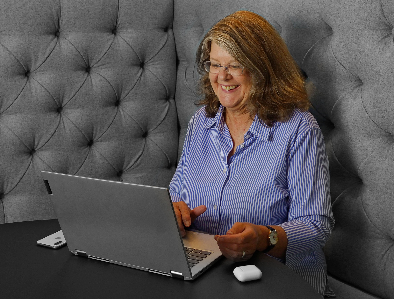 Lynnaire Johnston, New Zealand's #1 LinkedIn expert